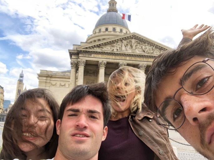 Alive students in front of the Panthéon
